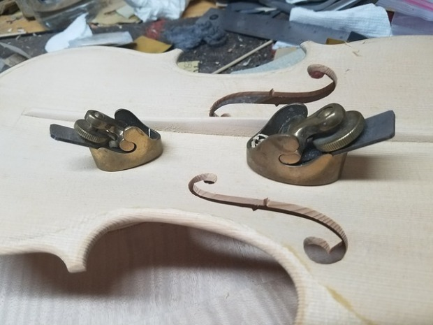 Fabrication de guitare, violon et basse